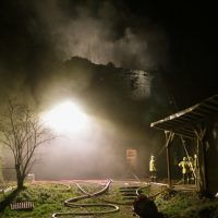 2019-11-23_Aitrach_Ruine_Brand-Dachstuhl_Kamin_FeuerwehrIMG_2115