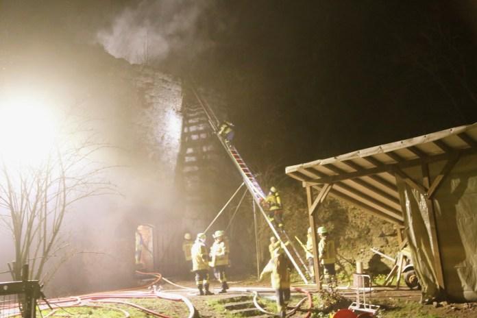 2019-11-23_Aitrach_Ruine_Brand-Dachstuhl_Kamin_FeuerwehrIMG_2134