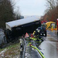 2019-12-10_B30_Ravensburg_Enzisreute_Baindt_Lkw-Unfall-Gefahrgut_Feuerwehr_PoeppelIMG_2428