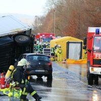 2019-12-10_B30_Ravensburg_Enzisreute_Baindt_Lkw-Unfall-Gefahrgut_Feuerwehr_PoeppelIMG_2431