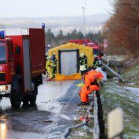 2019-12-10_B30_Ravensburg_Enzisreute_Baindt_Lkw-Unfall-Gefahrgut_Feuerwehr_PoeppelIMG_2441