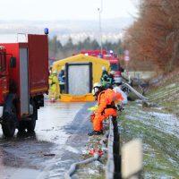 2019-12-10_B30_Ravensburg_Enzisreute_Baindt_Lkw-Unfall-Gefahrgut_Feuerwehr_PoeppelIMG_2444