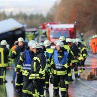 2019-12-10_B30_Ravensburg_Enzisreute_Baindt_Lkw-Unfall-Gefahrgut_Feuerwehr_PoeppelIMG_2454
