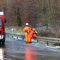 2019-12-10_B30_Ravensburg_Enzisreute_Baindt_Lkw-Unfall-Gefahrgut_Feuerwehr_PoeppelIMG_2458