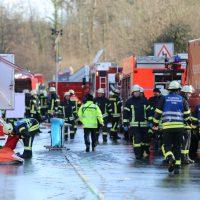 2019-12-10_B30_Ravensburg_Enzisreute_Baindt_Lkw-Unfall-Gefahrgut_Feuerwehr_PoeppelIMG_2471
