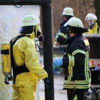 2019-12-10_B30_Ravensburg_Enzisreute_Baindt_Lkw-Unfall-Gefahrgut_Feuerwehr_PoeppelIMG_2476