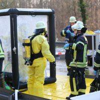 2019-12-10_B30_Ravensburg_Enzisreute_Baindt_Lkw-Unfall-Gefahrgut_Feuerwehr_PoeppelIMG_2477