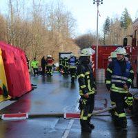 2019-12-10_B30_Ravensburg_Enzisreute_Baindt_Lkw-Unfall-Gefahrgut_Feuerwehr_PoeppelIMG_2540
