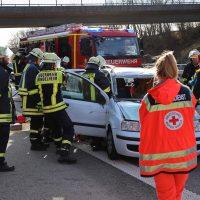 2020-02-26_A96_Stetten_Erkheim_Unfall_Feuerwehr_Bringezu (5)