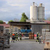 2020-04-28_Unterallgaeu_Lauben_Brand_Industrie_Paletten_Feuerwehr_Bringezu_19CCA0E8-703F-4810-929D-84F24FFCE2E2