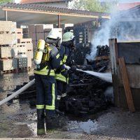 2020-04-28_Unterallgaeu_Lauben_Brand_Industrie_Paletten_Feuerwehr_Bringezu_75747C06-D420-40D6-8A73-6565BD082D12