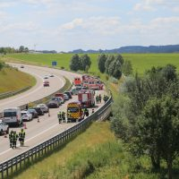 2020-07-04_A96_Erkheim_Holzguenz_Unfall_Feuerwehr_IMG_7109