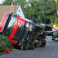 2020-07-13_B312_Edenbachen_Lkw-Unfall_Silozug_Feuerwehr_Kutter_pel_IMG_7228