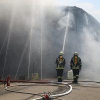 2020-08-10_Kempten_Ursulasried_Band_Halle_lackiererei_Feuerwehr_Poeppel_IMG_9466