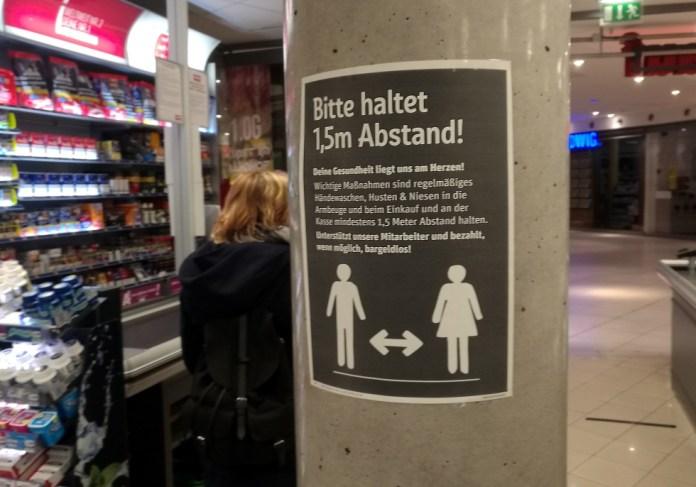 Abstandregel im Supermarkt, über dts Nachrichtenagentur