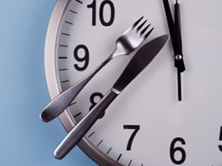 Slow Down At Mealtime To Eat And Weigh Less featured image