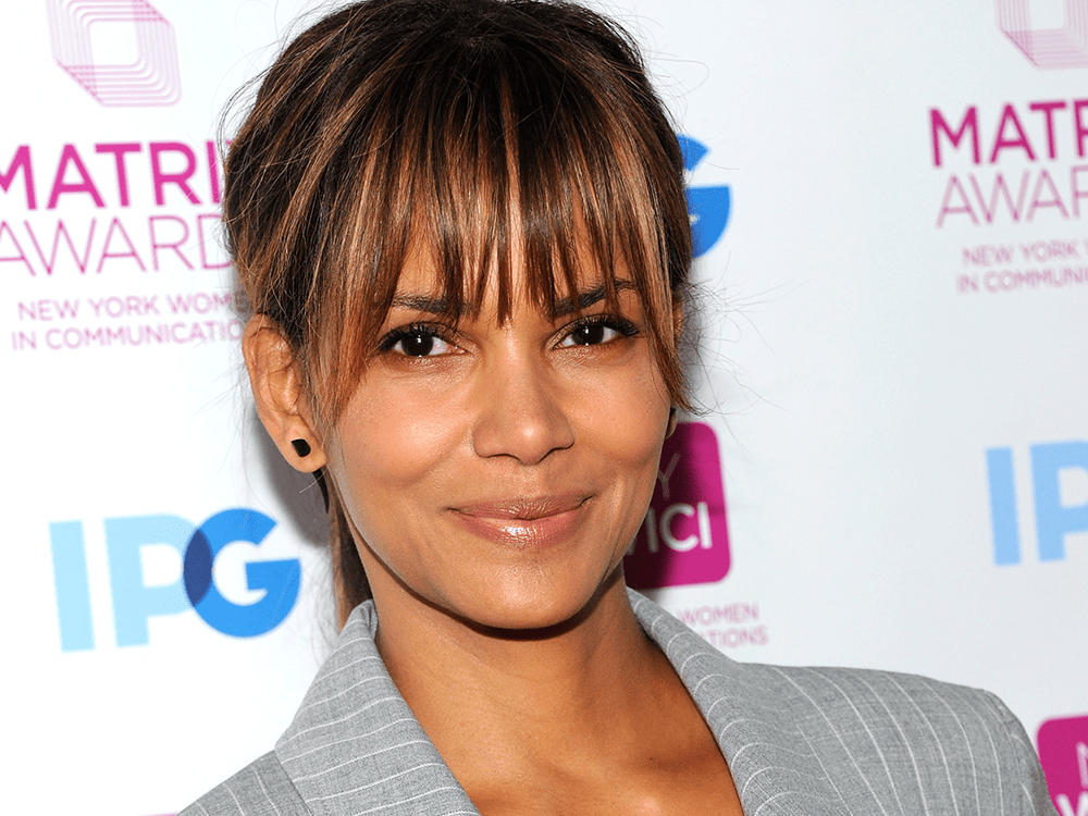 The Super Easy Fitness Move That Gets Halle Berry Her Flattest Abs featured image