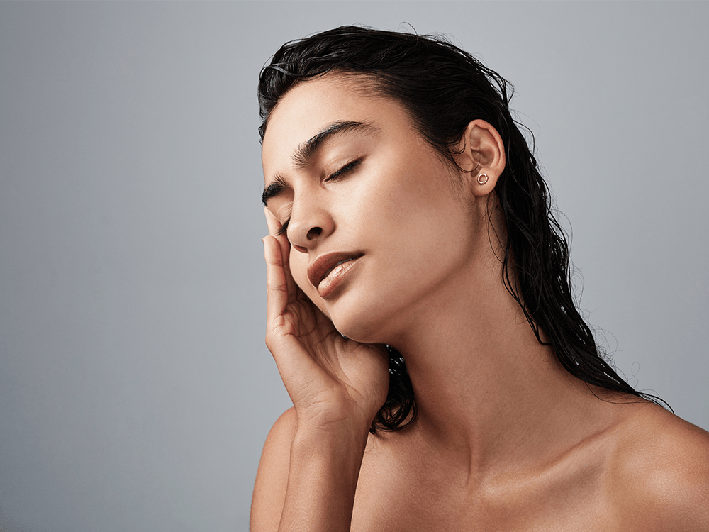 4 Doctors Reveal the Pros and Cons to Microneedling Treatments featured image