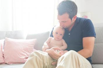 Familienfotos zuhause Kinderfotos Familienshooting orange-foto