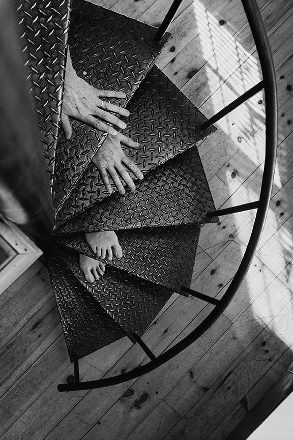 Arno Rafael Minkkinen, Self-portrait, Nu Descendo a Escada (Rockpport, Maine, EUA - 2005) | 56 x44 cm