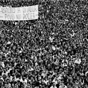 Love and Light: How the Seminal Photography of Evandro Teixeira Captured a Bleak Political Moment