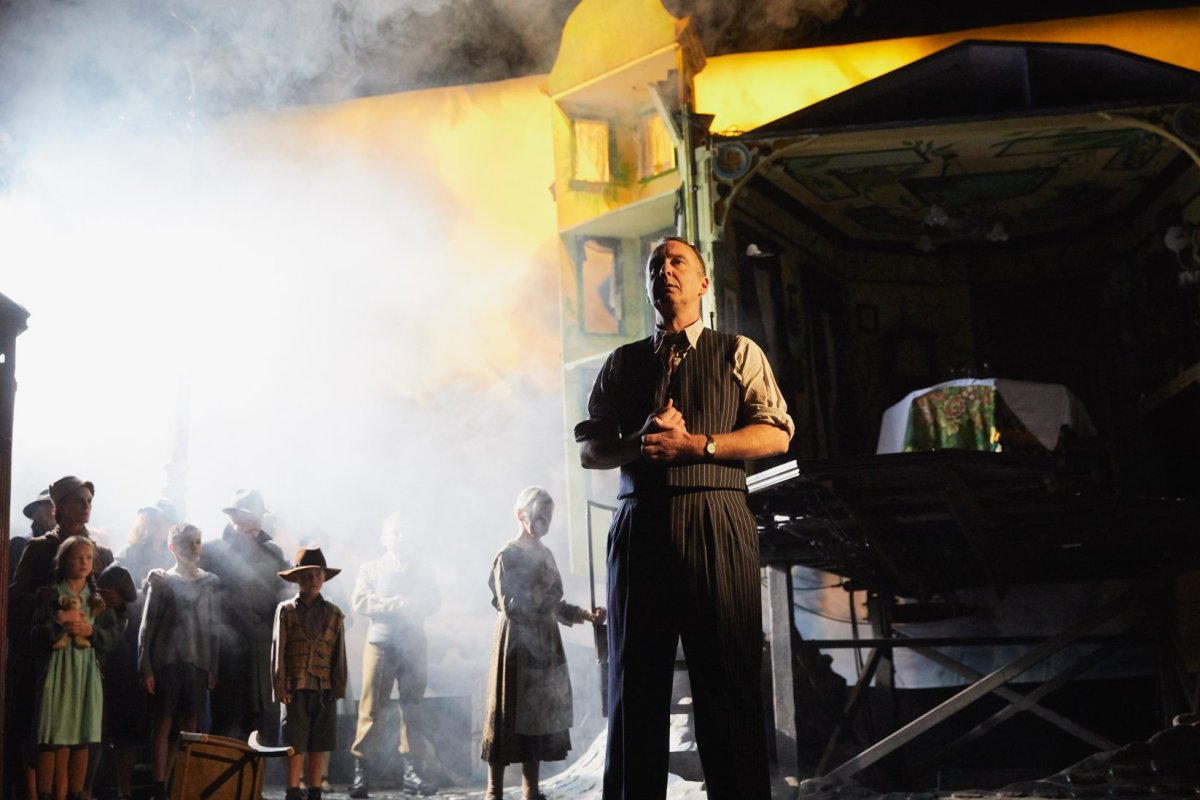 Anguish on Display: A Review of An Inspector Calls at Chicago Shakespeare Theater & The National Theatre of Great Britain