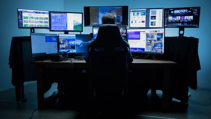 intel hades canyon multiple monitors thunderbolt 3 newegg (2)