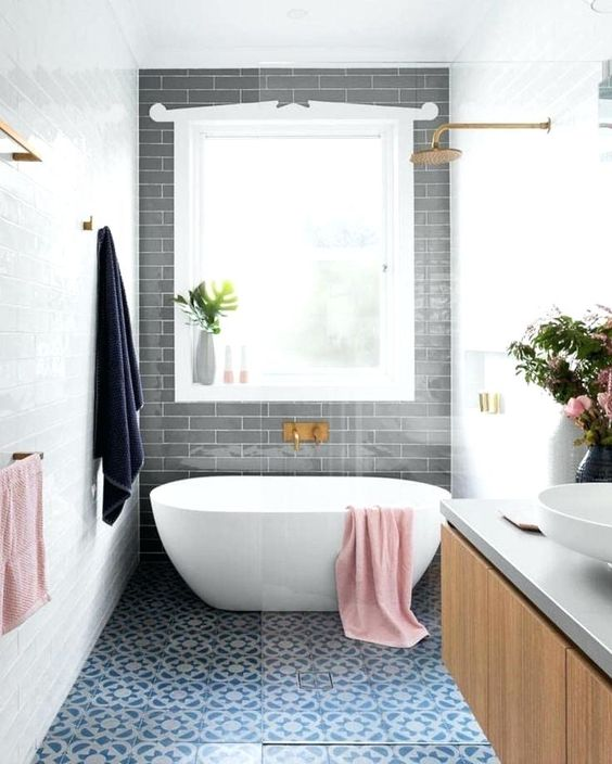 Are Small Free-Standing Tubs Comfortable? - New England ... on Wet Room With Freestanding Tub  id=34899