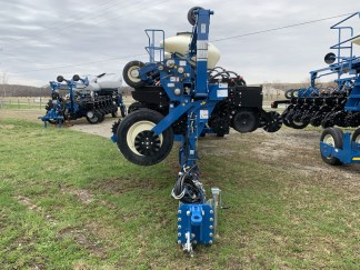 New Kinze 4900 16 Row 30