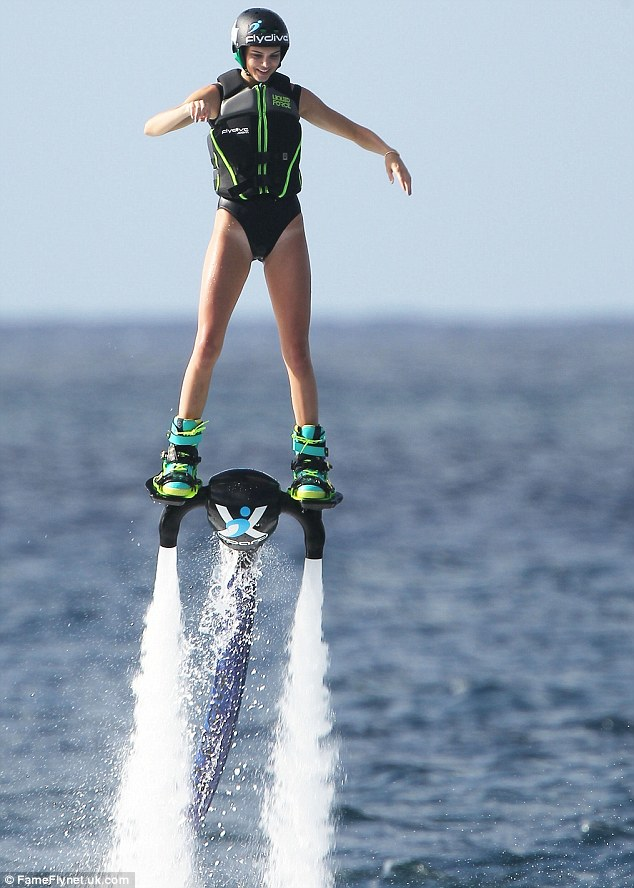 2B821BFA00000578-3204194-A_taste_of_the_future_Kendall_Jenner_got_to_try_out_a_jet_pack_w-m-206_1440042396011