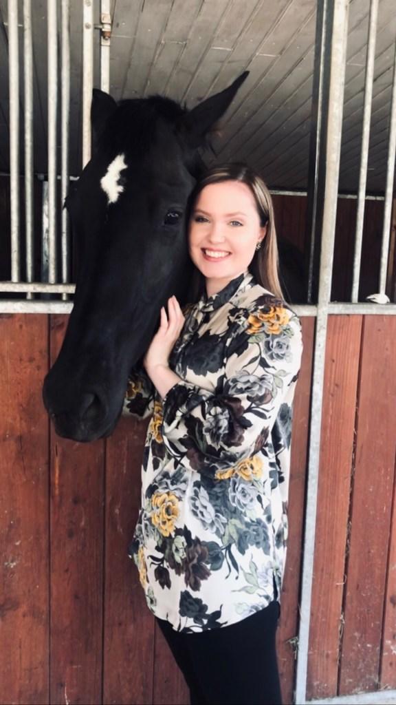 Joy Gruttmann 2019, mit Pferd