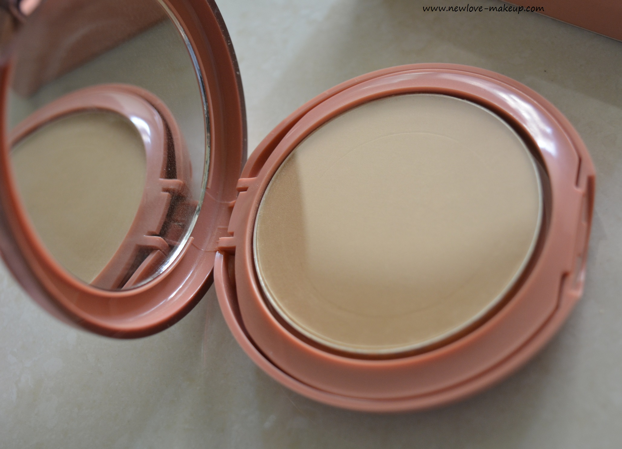 Lakme 9 to 5 Primer + Matte Powder Foundation Review, Swatches