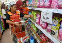 Muslims shopping at supermarket