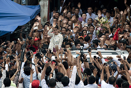 Aung San Suu Kyi waves to supporters. Photo by AFP.