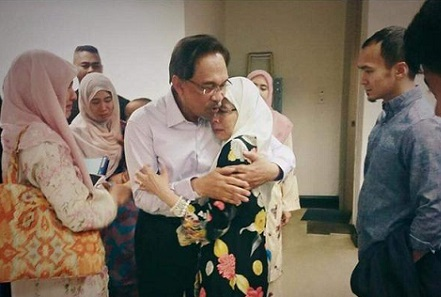 Anwar consoles members of his family after Tuesday's court ruling. Photo from Twitter.