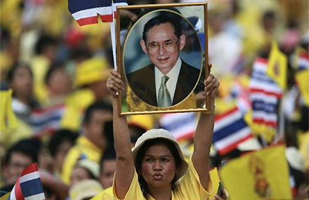 A royalist holds aloft a picture of Thailand's king. Photo: Reuters.