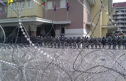 Bangkok-barricade-440