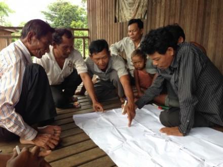 Indigenous villagers of Srei Chuuk commune in Mondulkiri discuss how the Vietnamese rubber company took their land. Photo: Sarah Milne