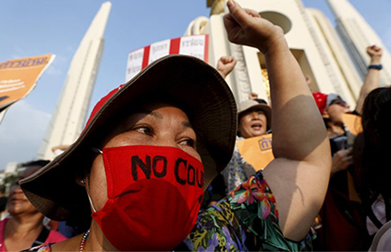 A demonstrator from the New Democracy Movement (NDM) group wears a mask during a rally the Democracy Monument in Bangkok, Thailand, September 19, 2015. Hundreds of activists defied a ban on protests and marched in Thailand's capital on Saturday in a rare rally against the hard-line ruling military. REUTERS/Chaiwat Subprasom