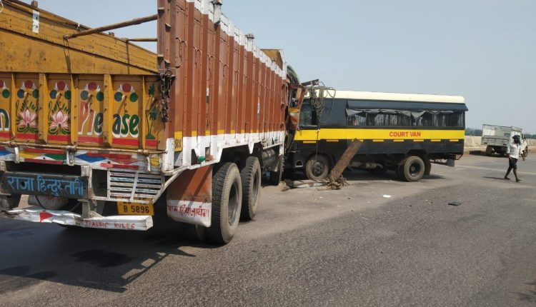5 Police personnel including a lady cop critically injured in road mishap in Jajpur