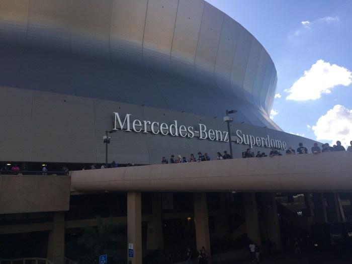 The Mercedes-Benz Superdome i det flotteste solskinsvejr/30 grader!!!