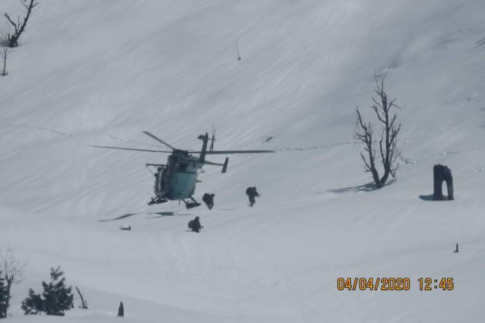 Indian special forces soldiers being dropped near Line of control in Indian occupied Jammu and Kashmir