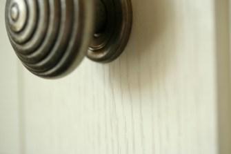Windsor Shaker - Ivory - Pewter knob