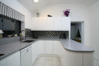 Handleless gloss white contemporary kitchen