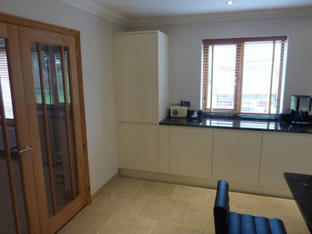 Handleless gloss kitchen in Second Nature Remo Alabaster