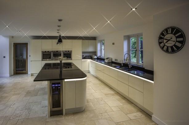 Streamlined gloss handleless kitchen in alabaster