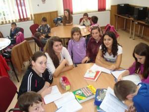"""Centrul de zi include activităţi ale elevilor desfăşurate în program de tip """"after school"""""""
