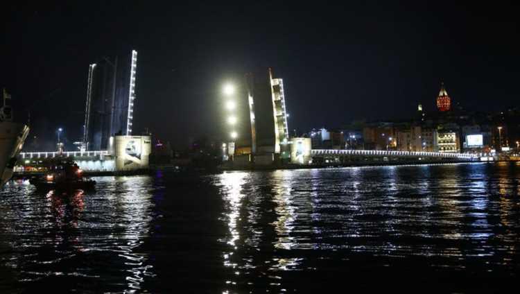 Стамбульский мост Галата сегодня будет разведен