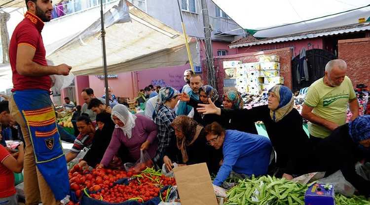 Стамбульский базар сегодня бесплатно раздавал продукты