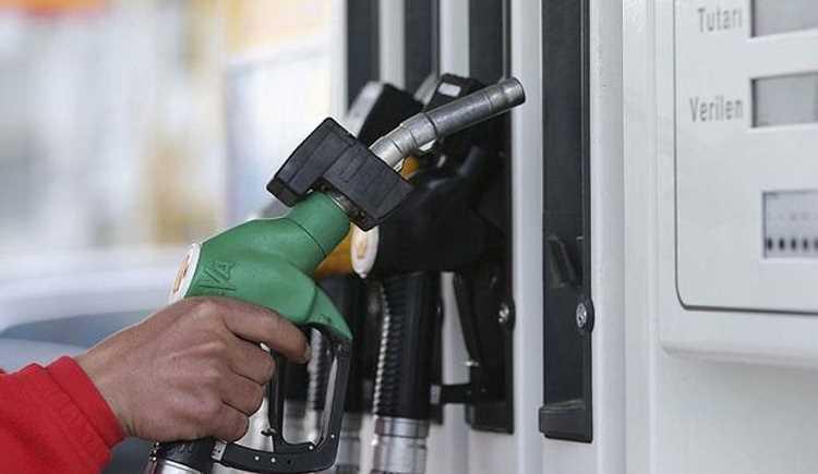 Цена на бензин бьет рекорд вслед за валютой
